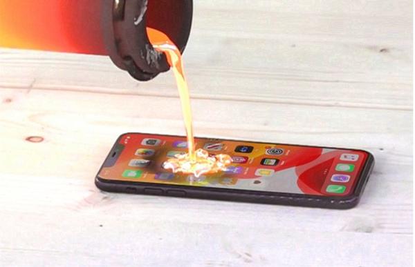 Đổ dung nham nóng hơn 1.000 độ vào iPhone 11 Pro Max để xem chuyện gì xảy ra, Youtuber bị chỉ trích mạnh mẽ