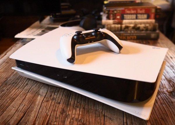 PS5 giảm giá sốc, game thủ hoàn toàn có thể mua để chơi Tết