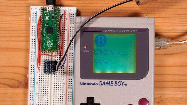 YouTuber hóa kiếp Game Boy 32 năm tuổi thành trâu cày, đào 1 Bitcoin chỉ tốn vài... triệu tỷ năm