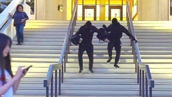 """Dàn dựng cảnh cướp ngân hàng quá giống, hai nam YouTuber đối mặt án phạt 5 năm tù vì """"đùa dai"""""""