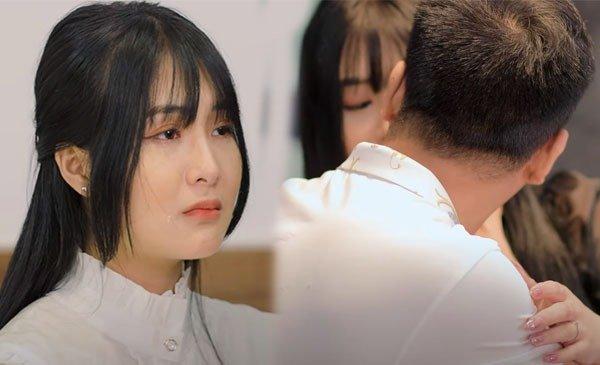 """Nữ streamer từng dính """"phốt"""" khoe thân phản cảm ra bị nhận xét """"giả trân"""" trong MV ca nhạc đầu tay"""