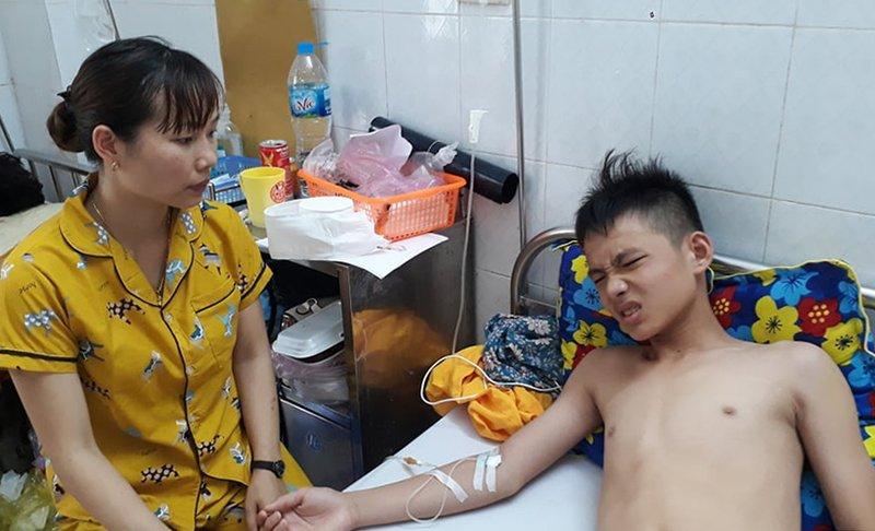Học sinh bị thầy giáo đánh nhập viện