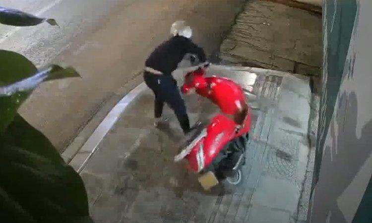 Màn trộm xe bất thành của tên trộm hậu đậu