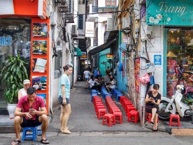 Những kiểu kinh doanh 'kỳ lạ' trong những con ngõ siêu nhỏ ở Hà Nội