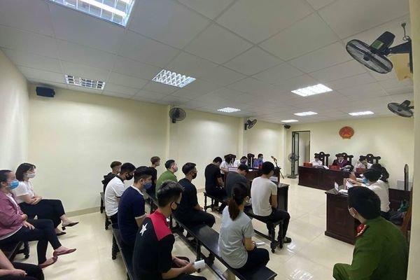 Nhóm quái xế bị tóm dịp cách ly xã hội sau khi báo VietNamNet đăng tin
