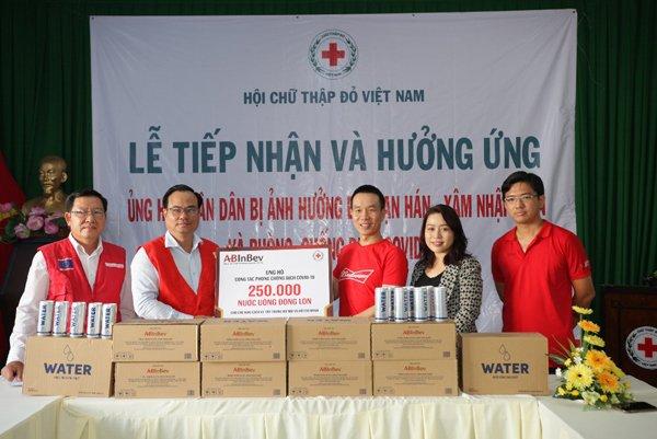 250.000 lon nước tinh khiết tặng các trung tâm cách ly