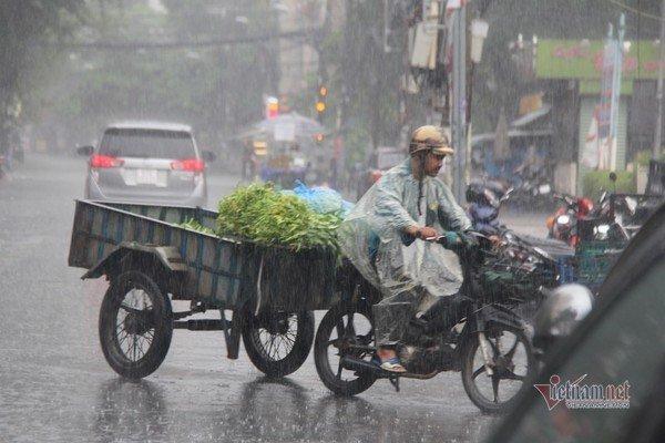 Mưa lớn sau chuỗi ngày nắng hầm, chính thức vào mùa mưa Sài Gòn