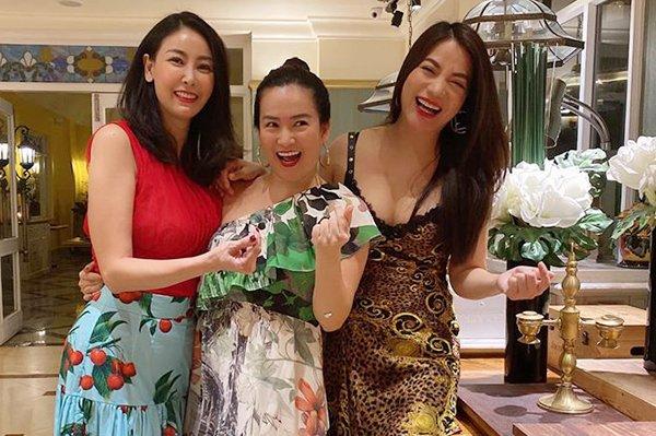 Sao Việt 17/5: Trương Ngọc Ánh đọ sắc cùng Hoa hậu Hà Kiều Anh