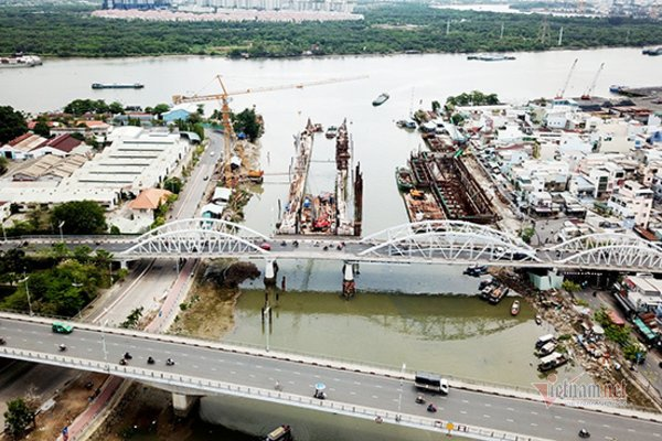 Cầu Tân Thuận 1 ở Sài Gòn chuẩn bị cấm xe ban đêm để sửa chữa