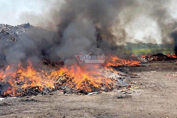 Ngồn ngộn dây truyền dịch, xilanh cháy rực trong bãi rác ở Vĩnh Phúc