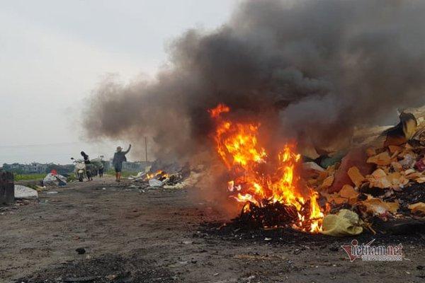 Công an vào cuộc vụ màn hình tivi chất đống cháy nghi ngút ở Vĩnh Phúc