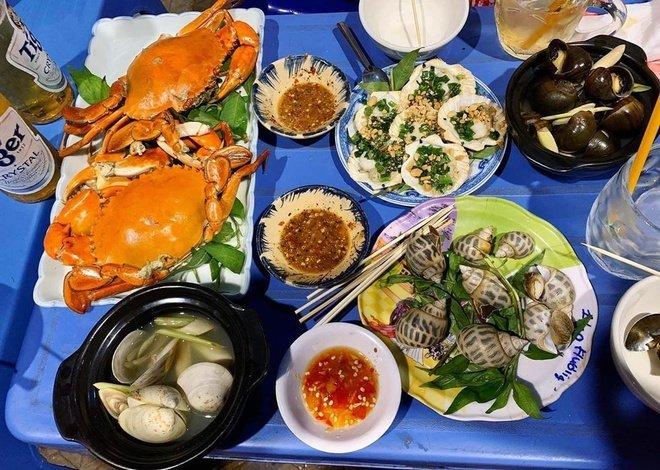 Loạt món ăn vặt hấp dẫn cho ngày mưa ở TP.HCM