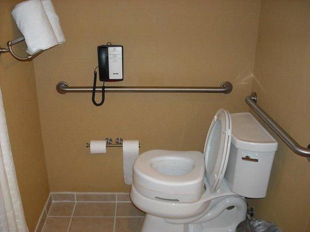 Lý do nhiều khách sạn trang bị điện thoại trong nhà vệ sinh sẽ khiến bạn giật mình