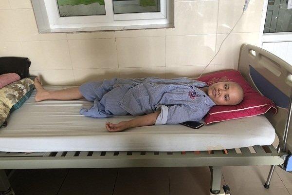 Mẹ trẻ đau đớn vì ung thư cướp con đi khi còn chưa kịp thành hình