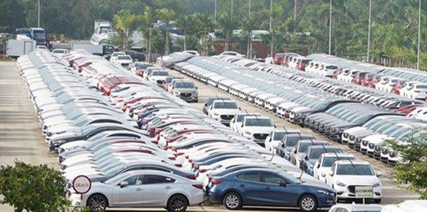 Tồn kho hàng chục nghìn chiếc, ô tô đại hạ giá hết năm