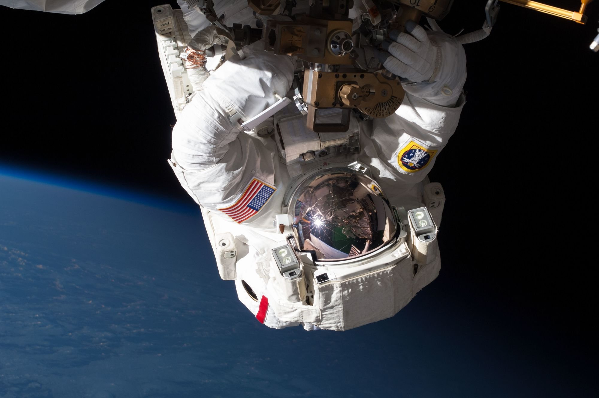 nasa space walk - HD2000×1328